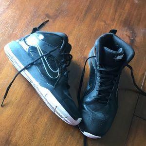 black nike girls basketball shoes